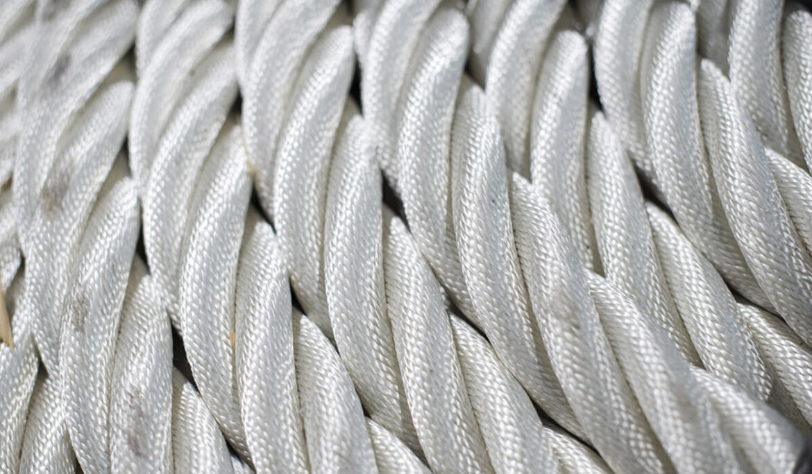 Warps, lashes and mooring ropes